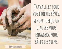 Citation en français -Travaillez pour vos propres rêves, sinon quelqu'un d'autre vous engagera pour bâtir les siens - Réalisation de soi, épanouissement, retour à l'essentiel, créer sa vie, être acteur de sa vie, être soi-même, briller, être soi-même, authenticité