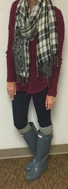Winter outfit/ maroon sweater, scarf, leggings, Grey Hunter Boots