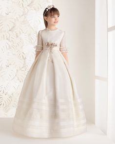 RENATA - Rosa Clará / Classic rustic First Communion dress, in ivory.