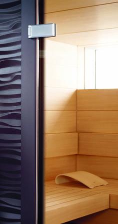 Der umlaufende Rastersiebdruck und der auffällige vertikale Türgriff vervollständigen den hochwertigen Eindruck der #Design-#Sauna SHAPE von #KLAFS. https://www.klafs.de/sauna/design-sauna-shape.html