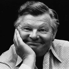 Benny Hill, English Comedians, English Comedy, Streaming Hd, British Comedy, Trump Wins, Portraits, People Of Interest, Old Tv Shows
