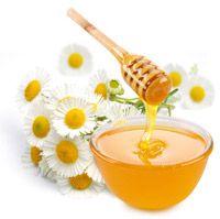 Produkty UBER opierają się na naturalnych składnikach. Między innymi jednym ze składników jest najzdrowszy miód na świecie, zbierany na Południowych Wyspach Nowej Zelandii: Miód Manuka. Zmniejsza wrażliwość i łagodzi podrażnienia skóry głowy spowodowane częstymi zabiegami na włosach. Znajdziesz go w produktach Uber Hair!