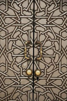 Door Knobs Dress Up the Door - OMG Lifestyle Blog - Read more at http://omglifestyle.com/door-knobs-dress-door/