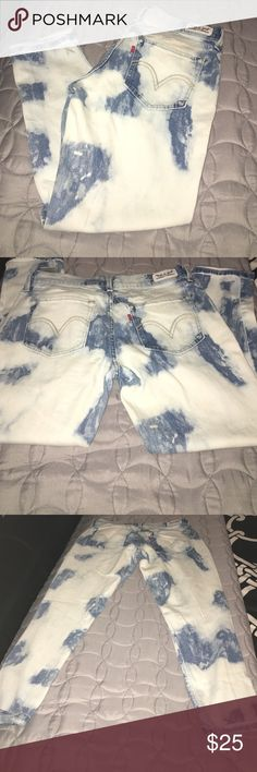 Levi's jeans!!! Really cute stretch fit ankle acid wash skinny Levi's. There are no rips holes tears or stains. Inseam is 25 and they waist is 15. Feel free to ask any questions. Levi's Jeans Ankle & Cropped