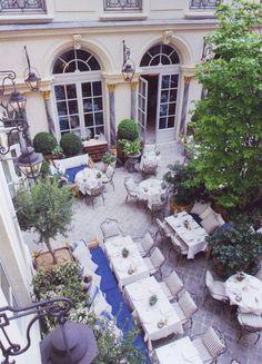 Courtyard - Ralph Lauren Stone & Living - Immobilier de prestige - Résidentiel & Investissement // Stone & Living - Prestige estate agency - Residential & Investment www.stoneandliving.com