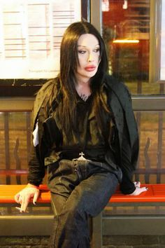 Happy Birthday,Mr.Pete Burns! Hope this year brings you lots of happiness and good health.     お誕生日おめでとう、ピート!   ワーイヽ(゜∀゜)メ(゜∀゜)メ( ゜∀゜)人(゜∀゜ ...