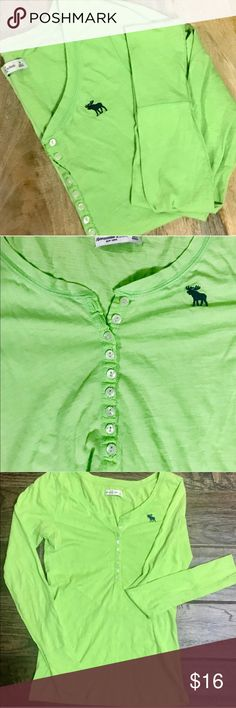 💚EUC🍀A&F Green Long Sleeve T☘️Size M💚 💚Abercrombie & Fitch long sleeve button up shirt. Navy moose. Super soft. Worn only a handful of times so excellent condition. ✔️100%cotton. ✔️machine wash cold ✔️tumble dry low ✔️low iron if needed💚 Thanks for checking out my closet! Abercrombie & Fitch Tops