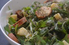 Salade de roquette au comté, aux croûtons et aux pommes — Recette qui croustille #SaladeWeek