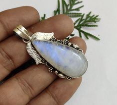 Healing Crystal Jewelry, Gemstone Jewelry, Silver Jewelry, Jewlery, Hippie Jewelry, Boho Hippie, Jewelry Gifts, Unique Jewelry, Moonstone Pendant