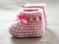 Crochet Newborn Baby Booties Pattern - Repeat Crafter Me