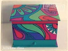Resultado de imagen para cajas de te pintadas a mano Whimsical Painted Furniture, Hand Painted Furniture, Painted Wooden Boxes, Wood Boxes, Pottery Painting Designs, Paint Storage, Deco Floral, Little Boxes, Box Design