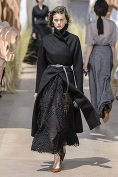See all the Christian Dior Couture Fall 2017 looks from the runway.