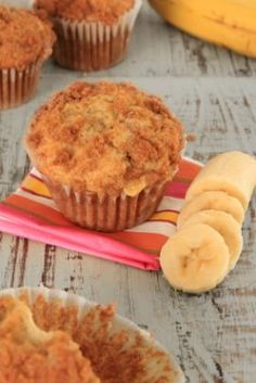 Banana Muffin Recipes As a healthy breakfast addition or afternoon snack, a banana muffin is delicious. This page contains banana muffin recipes. Muffin Recipes, Breakfast Recipes, Dessert Recipes, Breakfast Muffins, Banana Breakfast, Breakfast Cake, Vegetarian Breakfast, Bread Recipes, Biggest Loser Recipes