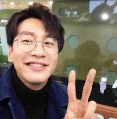 Lee Kwangsoo, Running Man Members, Kim Jong Kook, Kwang Soo, K Idols, Kdrama, Giraffe, Kpop, Actors