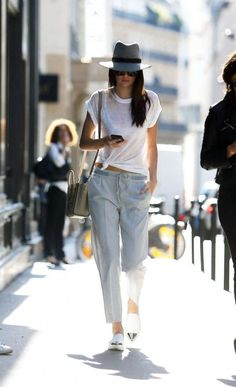Kendall Jenner's street style game has won her major points in our book. See… Kendall Jenner's street style game has won her major points in our book. See the rest of her stylish looks her. New Outfits, Summer Outfits, Casual Outfits, Fashion Outfits, Fashion 2015, Fashion Story, Indie Outfits, Classic Outfits, Fasion