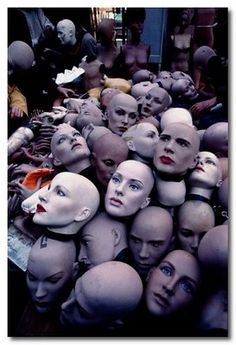 Paris Flea Market-- bit creepy, but totally awesome! Art Mannequin, Vintage Mannequin, Paris Flea Markets, Creepy Dolls, Weird And Wonderful, Art Design, Photomontage, Oeuvre D'art, Mannequins