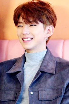 """[STARCAST] Scenes full of sweetness and softness from MONSTA X's 2018 Season's Greetings - Kihyun Source: Naver"""