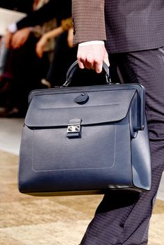 Louis Vuitton Fall 2012 Menswear Fashion Show Details Handbags For Men, Fashion Handbags, Couture Purses, Briefcase For Men, Well Dressed Men, Men's Collection, Leather Men, Menswear, Louis Vuitton