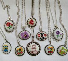 Etamin kolye örnekleri Embroidery Hoop Art, Embroidery Patterns, Cross Jewelry, Diy Jewelry, Gemstone Necklace, Pendant Necklace, Bargello, Cross Pendant, Cross Stitching