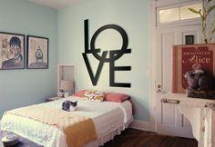 Napis na ścianę, do sypialni - LOVE. Nowoczesny projekt, designerskie materiały, wybór rozmiarów... zapraszamy! Ceny napisu od 29,00zł #shapedesign #napis #dekoracja #sypialnia