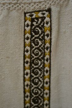 Romanian blouse - ie - detail. Folk Embroidery, Ethnic, Textiles, Traditional, Sewing, Detail, Folklore, Lab Coats, Dressmaking