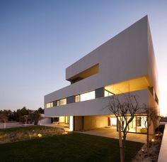 Arquitectura: Chalet en Forma de Cubo: Pequeñas Casas de Playa Adosadas