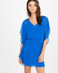 Shop dresses for women at Express. These cute dresses come in many styles like white or little black dresses, maxi or midi dresses, and cocktail, formal or casual dresses. V Neck Dress, Dress Me Up, Cute Dresses, Casual Dresses, Cool Outfits, Fashion Outfits, Women's Fashion, Fit N Flare Dress, Express Dresses