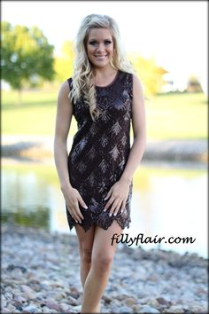 (http://www.fillyflair.com/a-fall-holiday-dress-in-brown/)