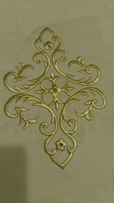 This Pin was discovered by Emi Gold Embroidery, Embroidery Stitches, Embroidery Patterns, Machine Embroidery, Free Stencils, Gold Work, Antique Lace, Embroidered Flowers, Blackwork