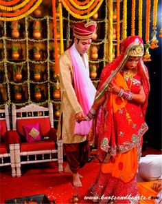 #knotsandhearts | Jatin  Nidhi | Saat Phere | The bride completes the circle ... #Sindhi #Wedding