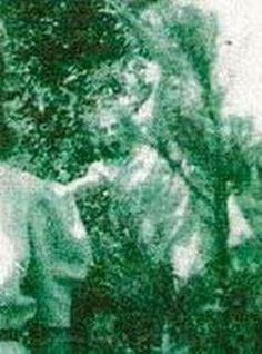 """I don't care if it is real of fake but this """"ghost photo"""" is creepy as F! Original text - Taken at an outdoor wedding in 1942 - this ghost is thought to be a former lover of the Groom - look at the facial details - extremely creepy Images Terrifiantes, Ghost Images, Ghost Pictures, Ghost Pics, Scary Images, Spooky Places, Haunted Places, Haunted Houses, Creepy Stories"""