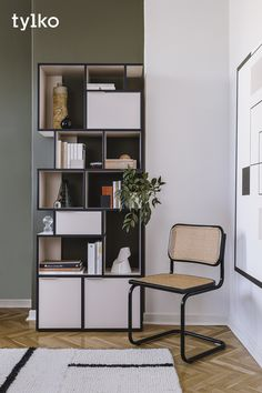 Sick of the same old style? Your modern interior makeover starts now.  Inspired by the latest art and fashion trends, Tylko shelves do more than organise your space – they make a statement. Get creative and explore a range of bold hues, sleek designs and smart features.  Do it all online with our intuitive configurator. Free returns on every order!