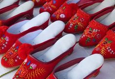 Szögedi papucs - Szeged slippers for dancing mainly in the region of towns Szeged and Kalocsa. Hungarian Embroidery, Folk Embroidery, Embroidery Patterns, Hungarian Paprika, Crochet Hook Set, Arte Popular, Folk Costume, Costumes, Embroidery For Beginners