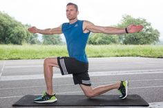 The top 6 bodyweight exercises for runners! We show you how to strengthen your core and improve your running form.