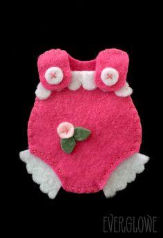 A newborn luck charm for a new baby girl! #everglowe Ένα φυλαχτό για ένα νεό μωράκι κοριτσάκι! #everglowe