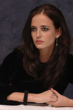 Ева Грин (Eva Green) в портретной фотосессии Йорама Кахана (Yoram Kahana), фотография 24