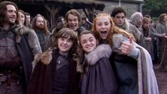 Family: (L-R) Isaac Hempstead Wright as Bran Stark, Alfie Allen as Theon Greyjoy, Maisie Williams as Arya Stark, Kit Harington as Jon Snow and Sophie Turner as Sansa Stark Arte Game Of Thrones, Game Of Thrones Arya, Game Of Thrones Funny, Sansa Stark, Bran Stark, Isaac Hempstead-wright, Joe Dempsie, Kit Harington, Jaime Lannister