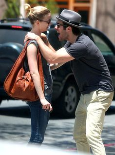 Josh Bowman & Emily Vancamp <3 revenge stars !!! I love them