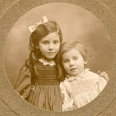 +~+~ Antique Photograph ~+~+ Awwwwwww...... my heart melts at the sight of these precious sisters.