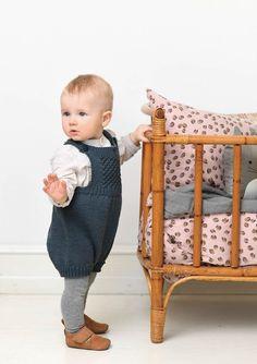 Daisyromper Knitting For Kids, Baby Knitting, Knitting Charts, Knitting Patterns, Warm Socks, Baby Makes, Pixies, Beautiful Babies, Bassinet