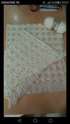 Tığ İşi Motifli İnci Süslemeli Çeyizlik Etol Şal Yapımı. Filet Crochet, Crochet Motif, Crochet Shawl, Crochet Stitches, Crochet Patterns For Beginners, Knitting Patterns Free, Crochet Bedspread Pattern, Knitting Videos, Crochet Woman