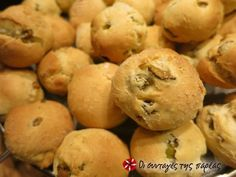Eliopsomakia - bread with olives Tasty Bread Recipe, Bread Recipes, Olive Bread, Vegan Dishes, Tray Bakes, Olives, Breads, Cookies, Kitchens