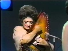 "She taught the world a new type of ""picking"" the strings. Mother Maybelle Carter autoharp solo (live 1970)"