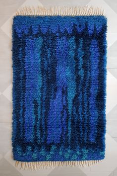 Original rya rug in different shades of blue and turquoise made of wool. Diy Carpet, Rugs On Carpet, Carpets, Rya Rug, Vibrant Colors, Colours, Swedish Design, Carpet Colors, Carpet Design