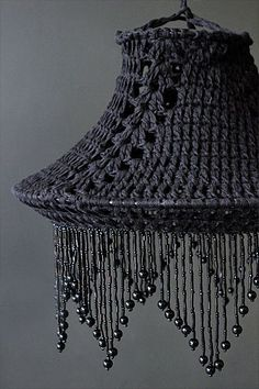 The beautiful black lampshade made of crocheted cotton is .- Der schöne schwarze Lampenschirm aus gehäkelter Baumwolle ist perfekt, wenn Si… The beautiful black lampshade made of crocheted cotton is perfect if you are after … – Diy lamp - Lampe Crochet, Crochet Lampshade, Crochet Stitches, Knit Crochet, Crochet Patterns, Crochet Home Decor, Lamp Shades, Crochet Projects, Arts And Crafts