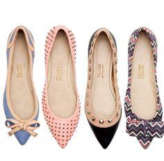 Sapatos, sapatos, sapatos!  Lindos, altos, coloridos, M.A.R.A.V.I.L.H.O.S.O.S!  Amamos sapatos e a maioria de nós temos dificuldade de organizá-los pelo grande volume de pares e espaços cada vez mais compactos.  Pois bem, atendendo a solicitação de minha grande amiga Patrícia Almeida, divido com vocês outro post com algumas dicas sobre organização de sapatos!…