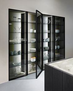New Flagship Showroom by DesignSpace London – The Kitchen Think rnrnSource by mechasp Pantry Cabinet Home Depot, Kitchen Display Cabinet, Crockery Cabinet, Glass Kitchen Cabinets, Diy Kitchen Storage, Best Kitchen Designs, New Home Designs, Modern Kitchen Design, Interior Design Kitchen