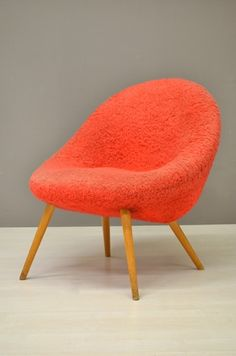 Rode fluffy stoel / Red fluffy chair 23445