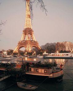 Dusk in Paris Tour Eiffel, Paris Torre Eiffel, Paris Canal, Paris City, Paris Paris, Places To Travel, Places To See, Image Paris, Charles Trenet