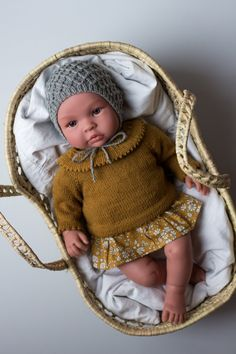 Cute Dolls Knit from Petiteknit Knitting Dolls Clothes, Knitted Dolls, Knitted Hats, Doll Clothes, Doll Patterns, Knitting Patterns, Girl Dolls, Baby Dolls, Baby Born Clothes